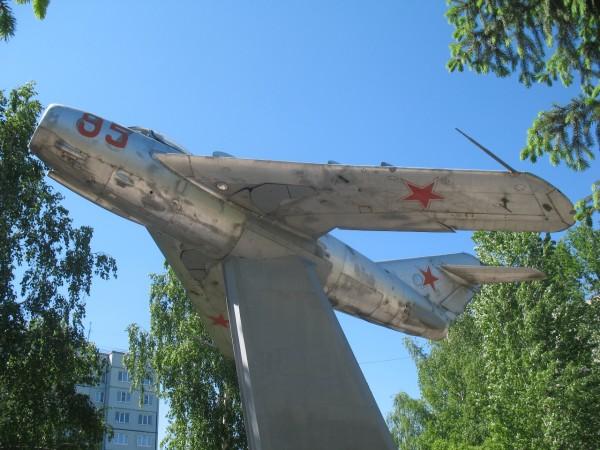 Памятник летчику Носову и его экипажу