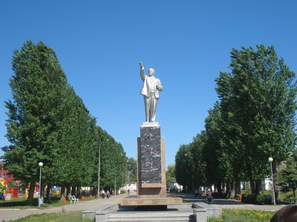 Светлый Ленин в Центральном парке старого города