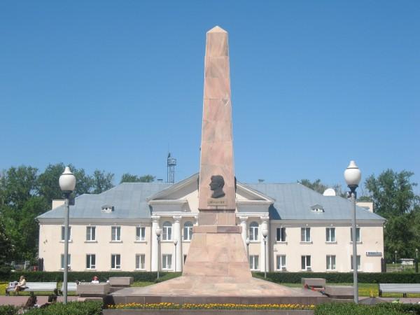 Мэрия и Обелиск Славы на площади Свободы