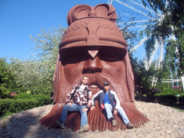 Большая голова в Детском парке Тольятти