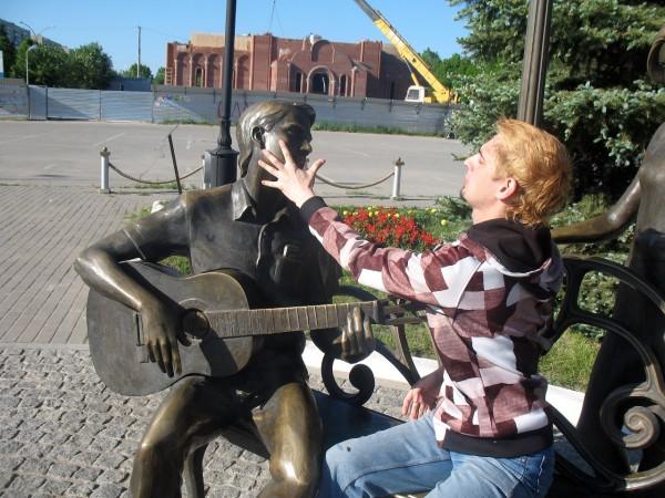 Скульптура Влюбленные от Мегафона