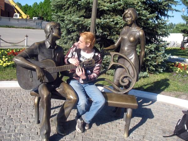 Скульптура Влюбленные в Тольятти Мегафон