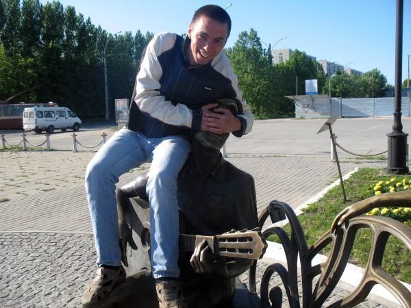 Скульптура Влюбленные от Мегафона в Тольятти