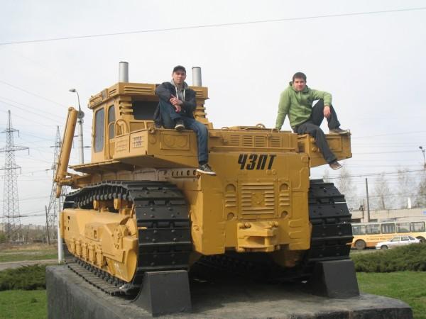 Первый серийный трактор-бульдозер Т-330