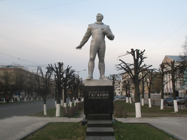 Памятник Гагарину в Чебоксарах