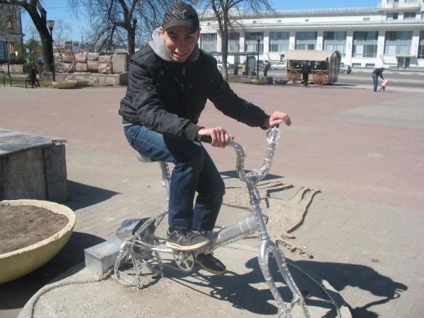 Велосипед перед Речным вокзалом