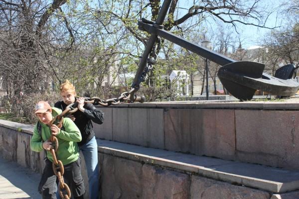Якорь на площади Маркина перед Речным вокзалом