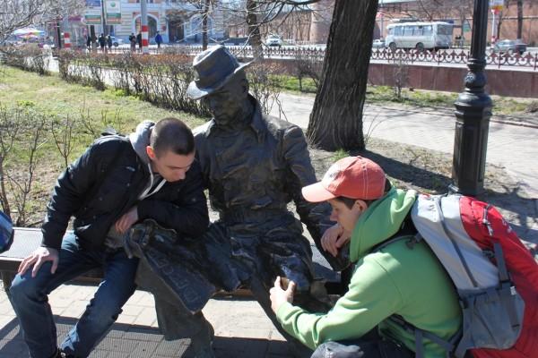 """Памятник газете """"Из рук в руки"""""""