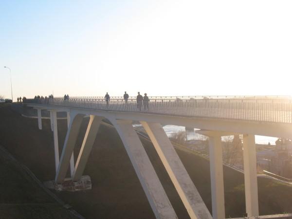 Пешеходный мост на набережной Федоровского