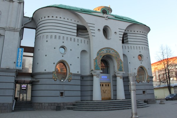 Причудливое здание банка