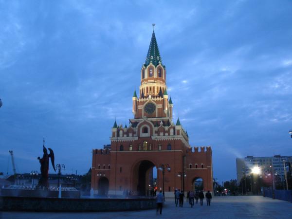 Благовещенская башня ночью в Йошкар-Оле