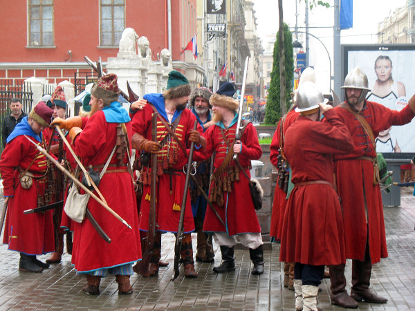 Стрельцы на разминке перед началом парада округов