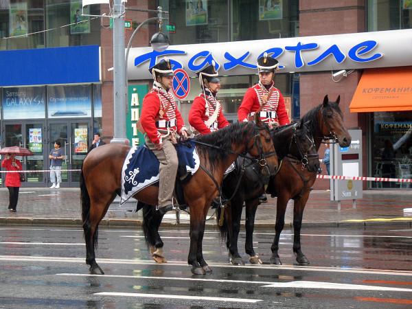 Гусары на разминке перед парадом округов