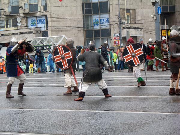 Древние битвы на параде округов