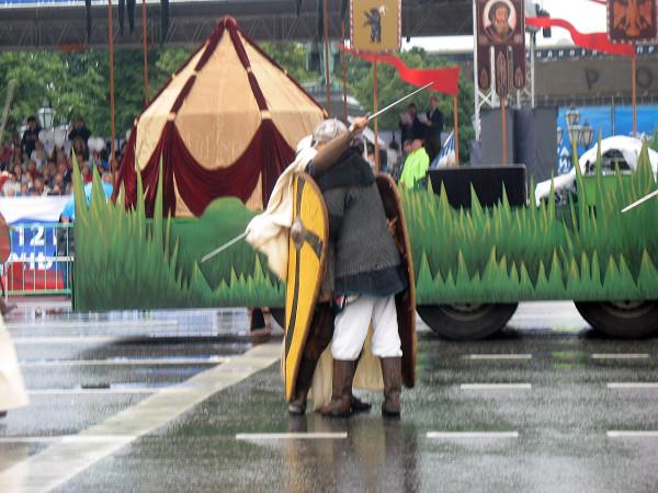 Древние обнимашки после древних битв
