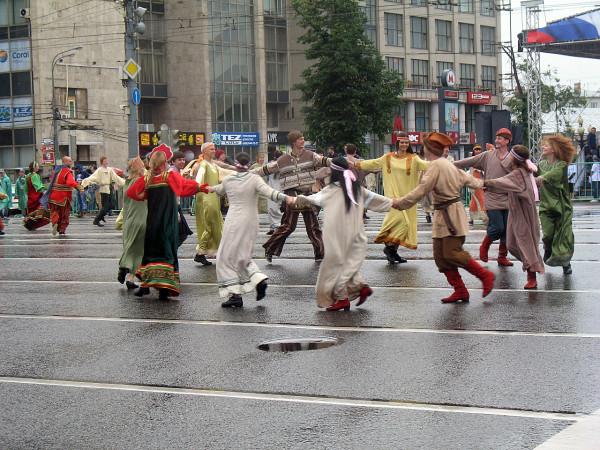 Хоровод на параде округов