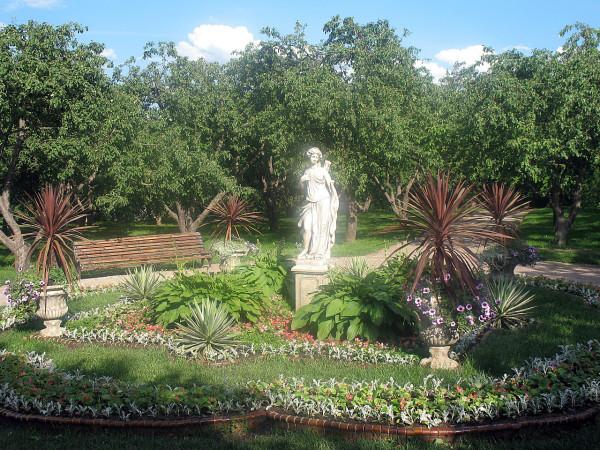 Скульптура в Казанском саду