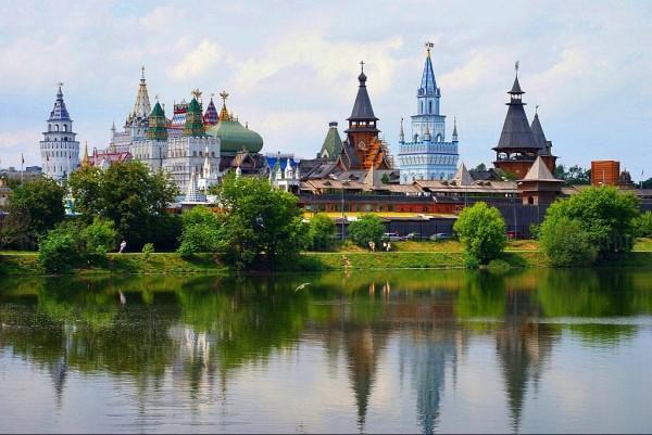 Вид на Кремль через Серебряно-Виноградный пруд