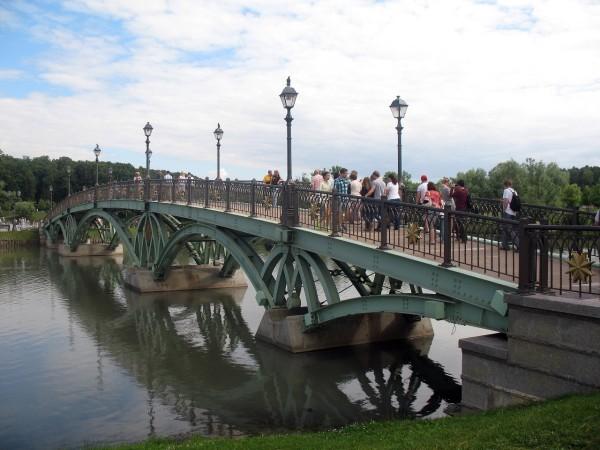 Мост через царицынский пруд. Без солнца