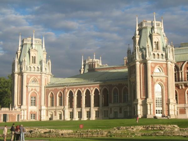 Большой дворец и разобранный главный кавалерийский корпус