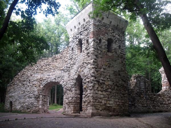 Каменное сооружение
