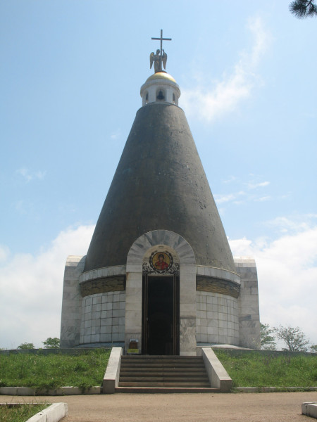 Часовня в мемориальном комплексе рядом с диарамой Второй обороны Севастополя