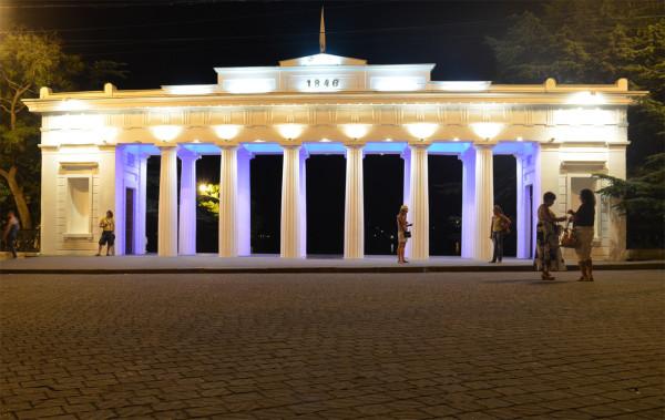 Ворота Графской пристани ночью