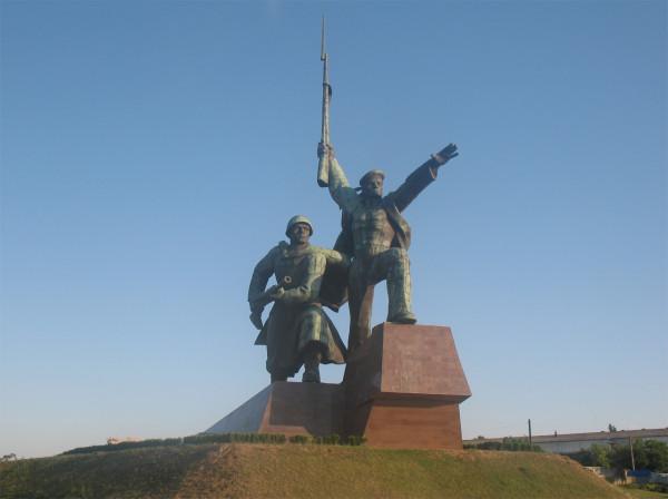 """Монумент """"Солдат и матрос"""" в Севастополе"""