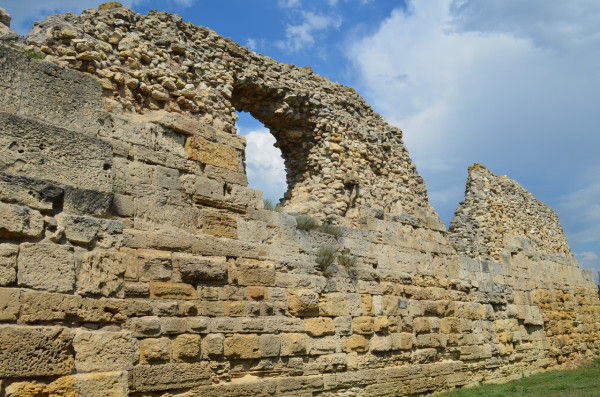 Крепостные стены Херсонеса