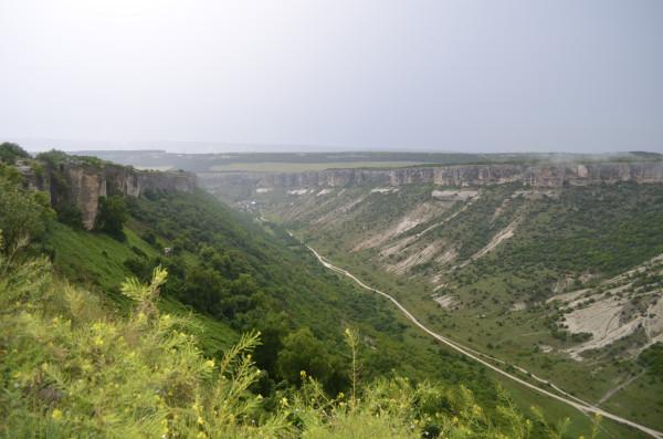 Вид со смотровой площадке в Чуфут-Кале