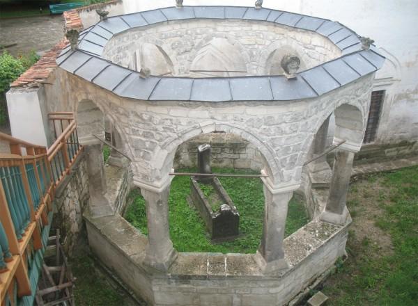 Кладбище в ханском дворце