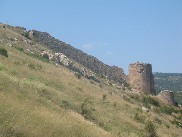 Оборонительная стена крепости Чембало