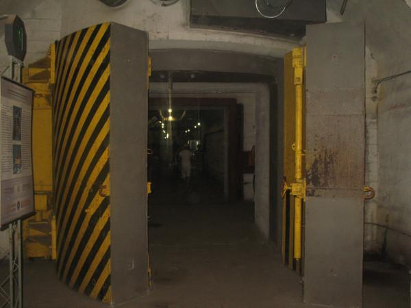 Противовзрывные ворота в Балаклавском музее подводных лодок
