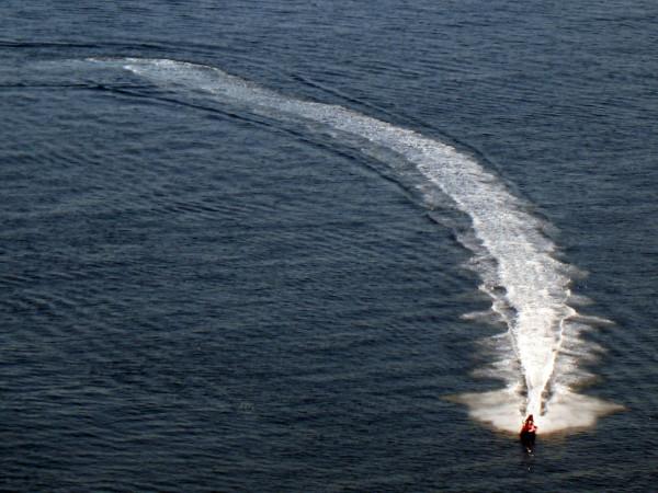 Водный мотоцикл на море