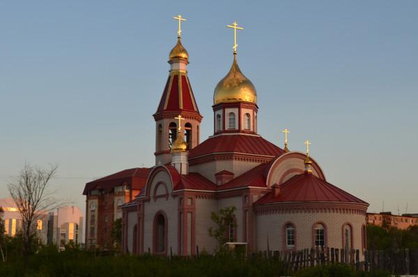 Церковь около Национальной деревни в Оренбурге