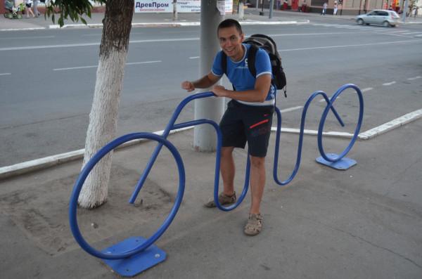 Стоянка для велосипедов в виде велосипеда в Оренбурге