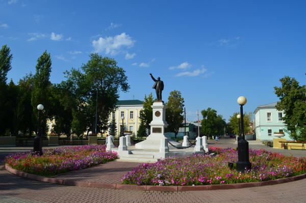 Памятник Ленину в сквере Ленина в Оренбурге