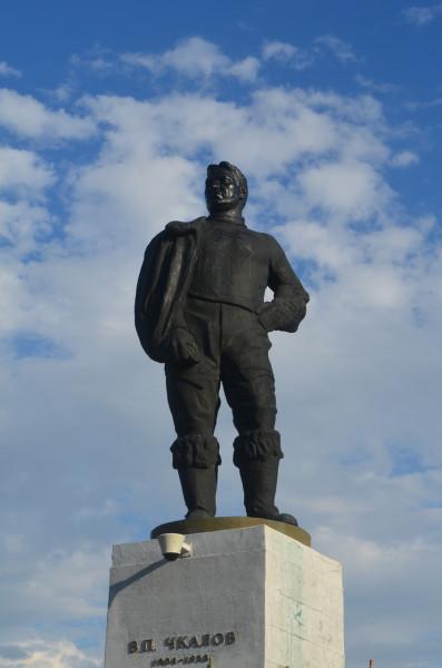 Памятник Чкалову в Оренбурге