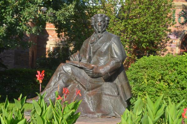 Памятник Пушкину в Оренбурге