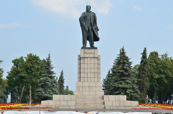 Памятник Ленину в Ульяновске