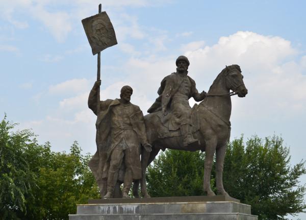 Памятник Богдану Хитрово. основателю Ульяновска