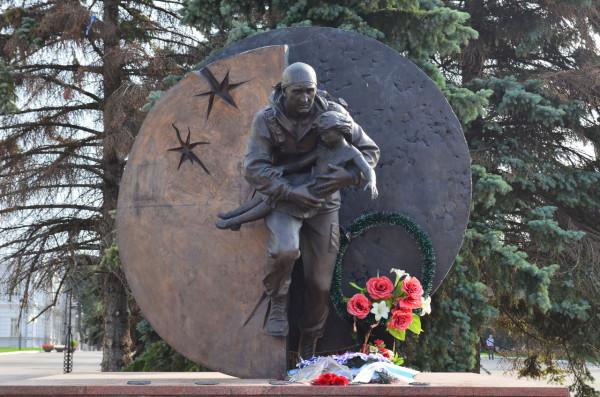Памятник подполковнику Разумовскому, герою Беслана