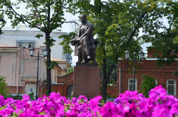 Памятник Гончарову в Ульяновске