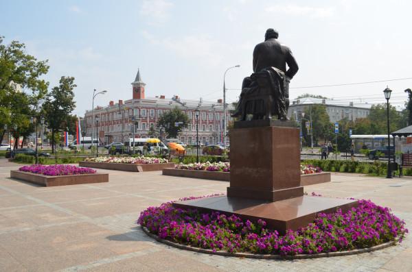 Памятник Гончарову и историко-литературный музей в Ульяновске