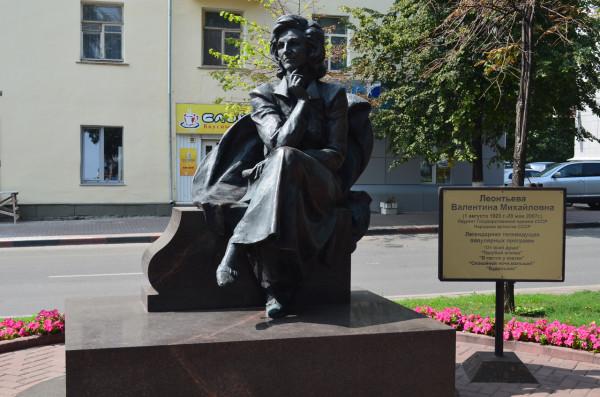 Памятник Валентине Леонтьевой в Ульяновске