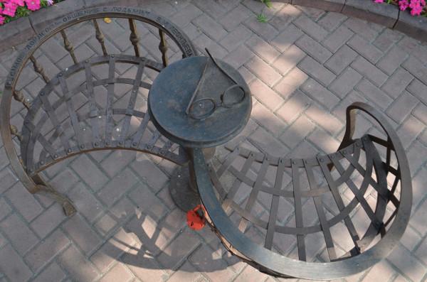 Самое дорогое - общение с людьми. Памятник Валентине Леонтьевой в Ульяновске