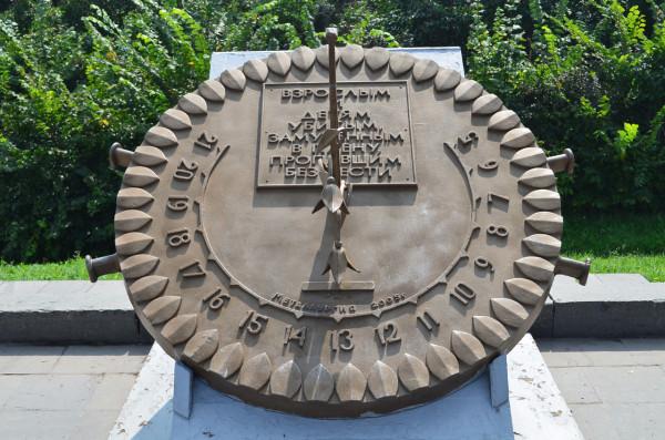 Памятник взрослым и детям, замученным и убитым в плену