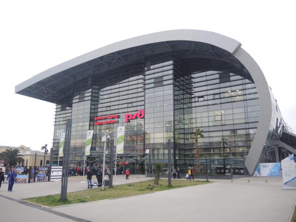 Новый железнодорожный вокзал в Адлере