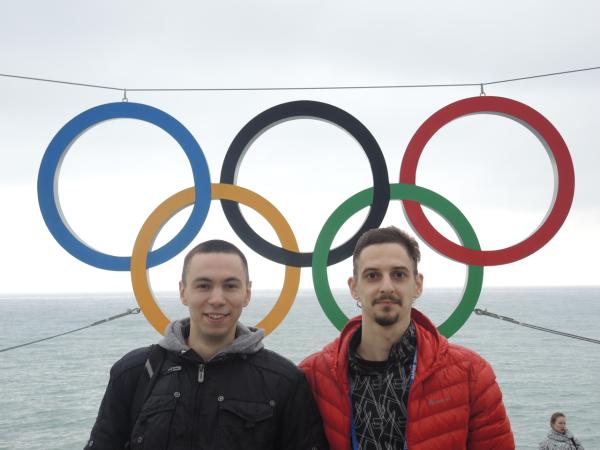 Олимпийские кольца на железнодорожном вокзале Адлера