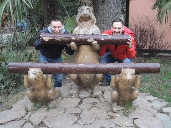 """Скульптура """"Бобры"""" в парке Ривьера в Сочи"""